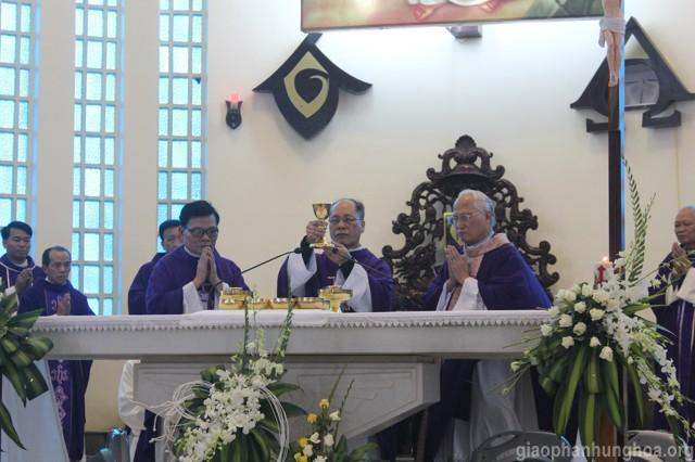 Cha Nguyên Giám quản Giuse Nguyễn Thái Hà chủ tế Thánh lễ