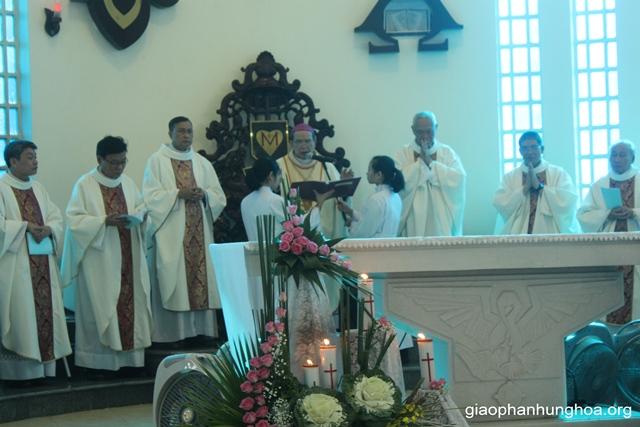 Đức cha Gioan Maria chủ tế Thánh lễ