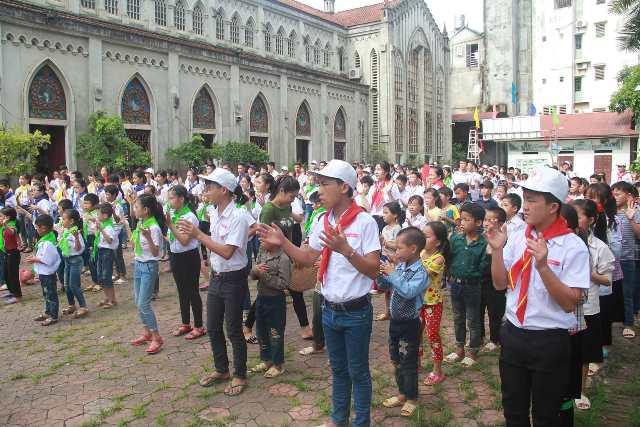 Thiếu nhi ba giáo xứ Lào Cai - Phố Lu - Bảo Yên quy tụ về nhà thờ Cốc Lếu mừng lễ quan thầy